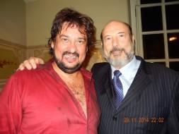 O tenor Marcelo Alvarez (Cavaradossi logo após ser fuzilado) e Sergio Casoy-TMSP